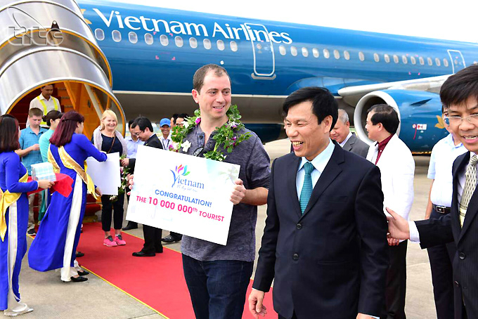 Best year ever: Vietnam greets 10 millionth tourist