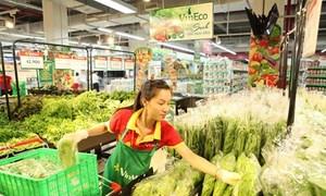 Vietnam urges retailers to ditch cash for plastic