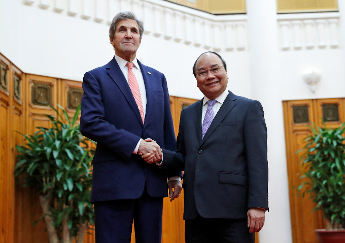Kerry meets with Vietnam War enemy at site of their battle