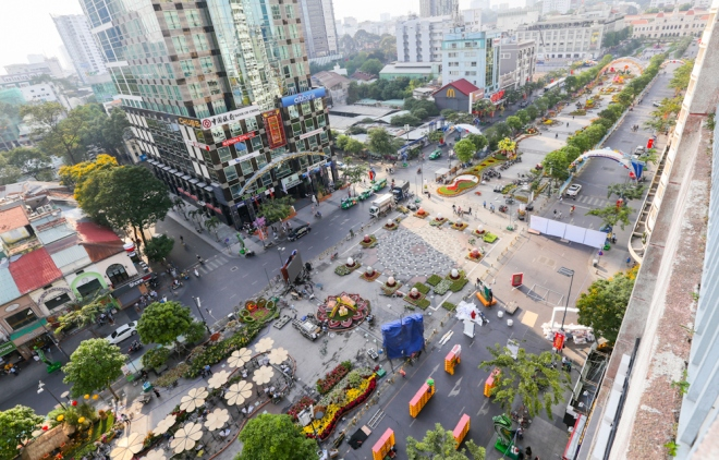 A day before opening, Nguyen Hue walking street in Vietnam's largest city has been covered in vivid flowers.