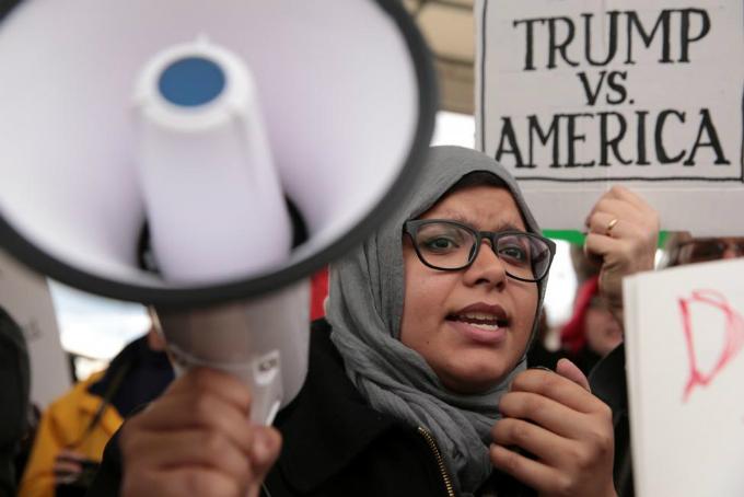 Federal judge in Seattle blocks Trump immigration order nationwide