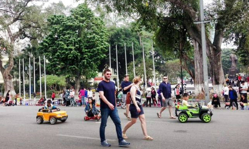 Hanoi threatens to name and shame people with skimpy clothes