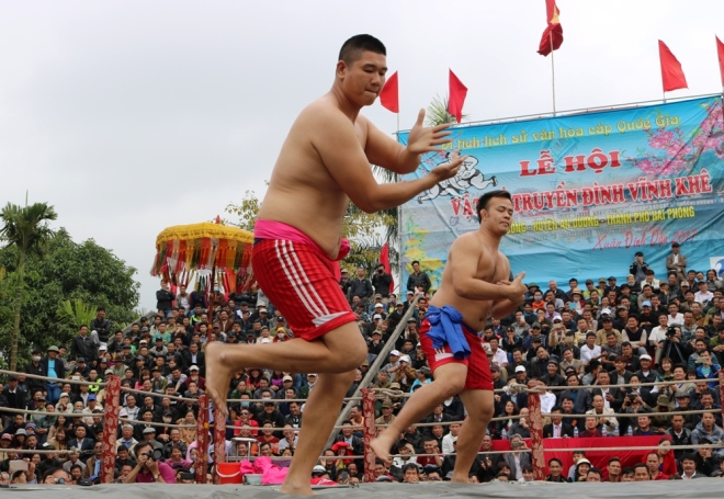 how-do-vietnamese-heat-up-for-new-year-wrestling