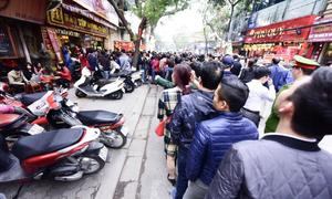 Gold rush: Vietnamese prospect on God of Wealth Day