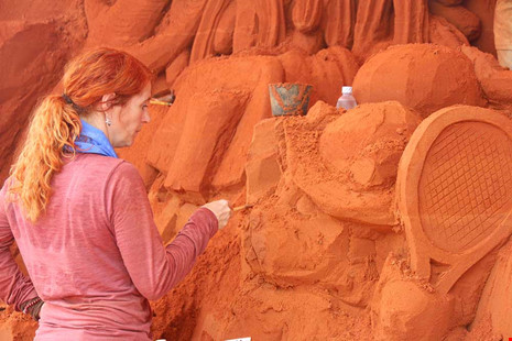 Foreign artists build castles in the sand in central Vietnam
