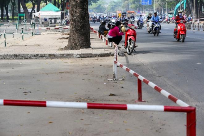 the-sidewalk-barriers-of-saigon-1