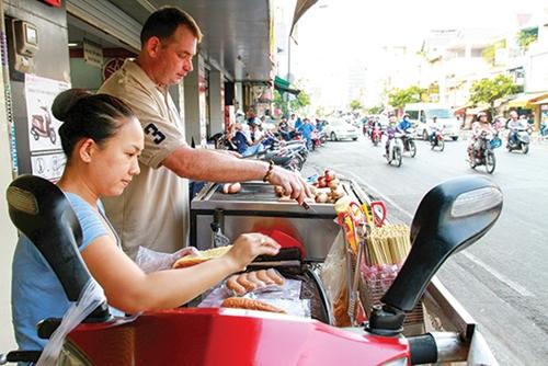 4-matt-five-saigon-restaurants-prove-that-size-doesnt-matter-3