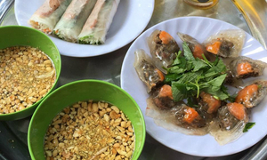 Ham Long: MUST-visit food street in Hanoi