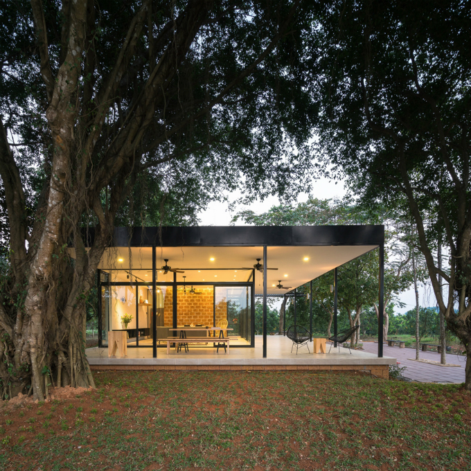 glass-house-offers-perfect-mountain-view-a-stones-throw-from-hanoi