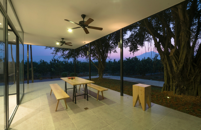 glass-house-offers-perfect-mountain-view-a-stones-throw-from-hanoi-5