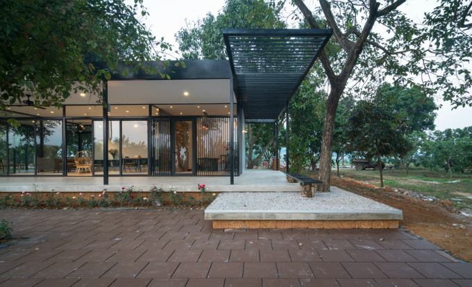 glass-house-offers-perfect-mountain-view-a-stones-throw-from-hanoi-1