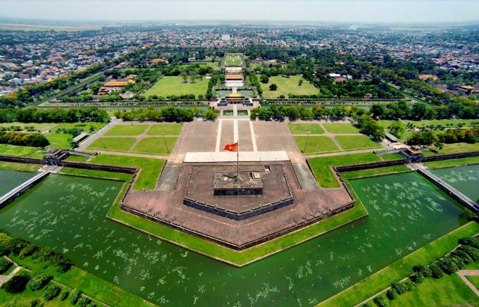 centuries-old-walls-show-off-vietnams-royal-power-1
