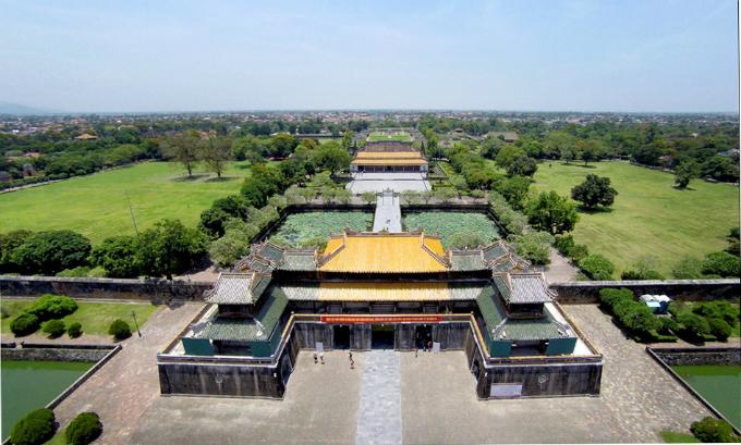 centuries-old-walls-show-off-vietnams-royal-power-3