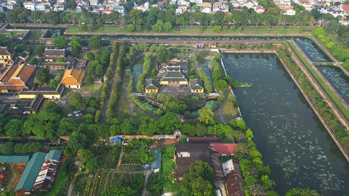 centuries-old-walls-show-off-vietnams-royal-power-6