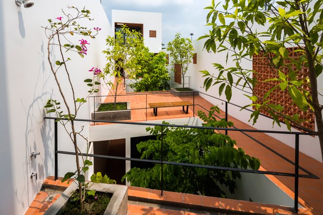 house-in-saigons-narrow-alley-features-patterned-brick-walls-6