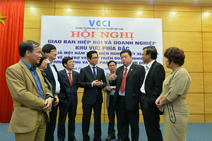 vietnams-premier-to-meet-government-officials-and-businesses