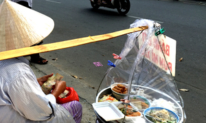 Ho Chi Minh City to relocate banished street food vendors