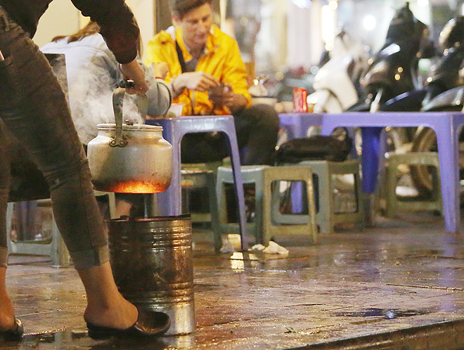 hanoi-wants-to-scrap-sidewalk-fires-to-improve-citys-image-3