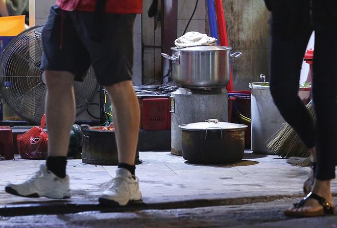 hanoi-wants-to-scrap-sidewalk-fires-to-improve-citys-image-4