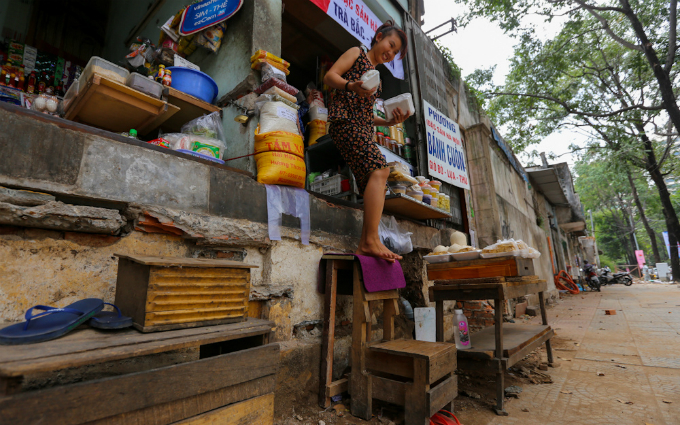 uphill-challenge-for-saigon-residents-with-doorsteps-ripped-out-3