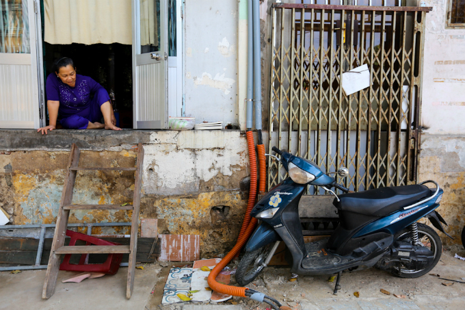 uphill-challenge-for-saigon-residents-with-doorsteps-ripped-out-10