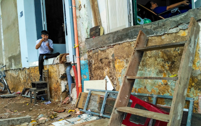 uphill-challenge-for-saigon-residents-with-doorsteps-ripped-out-7