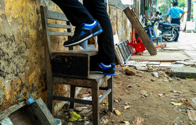 uphill-challenge-for-saigon-residents-with-doorsteps-ripped-out-4