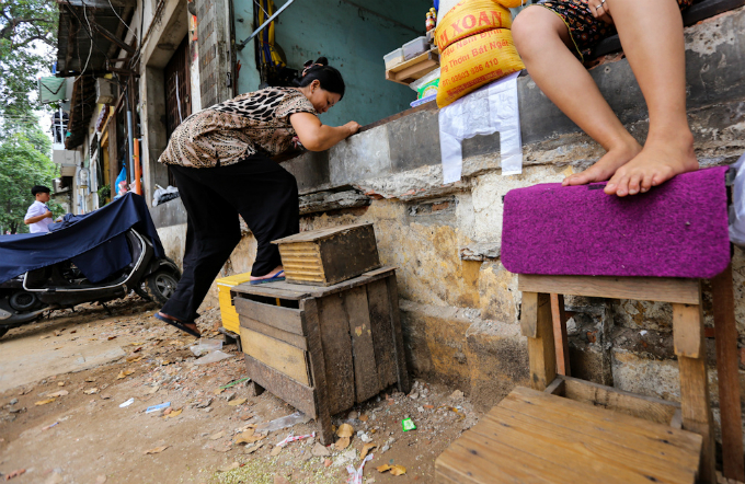 uphill-challenge-for-saigon-residents-with-doorsteps-ripped-out-5