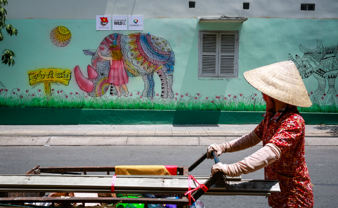 colorful-rhinos-storm-saigon-alleys-with-a-message-save-them-9