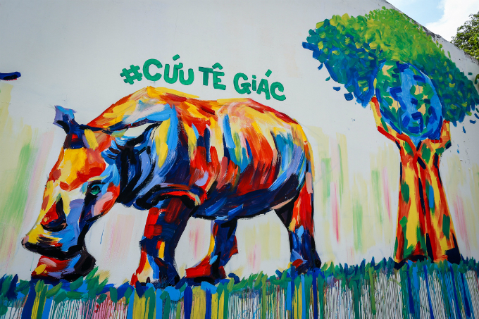 colorful-rhinos-storm-saigon-alleys-with-a-message-save-them-6