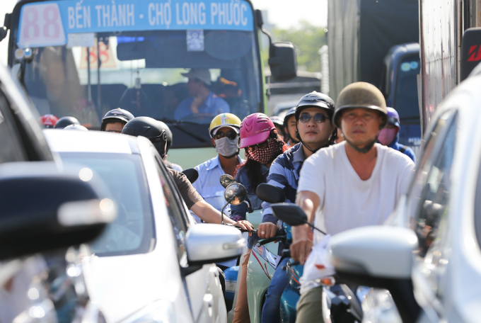 road-construction-turns-traffic-to-saigon-airport-from-bad-to-worse-3