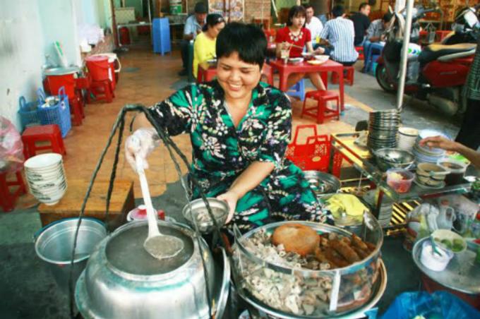 the-vietnamese-porridge-that-has-everything-1