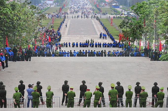 After the ceremony, five rounds of security are in place to deal with the yearly hustle. Image: VN Express International
