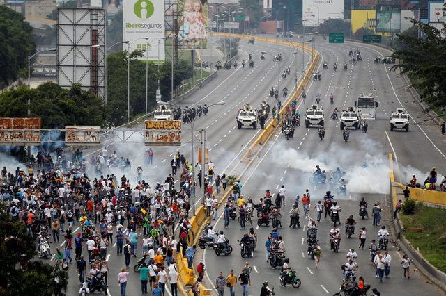 venezuelan-protests-against-government-leave-three-dead-1