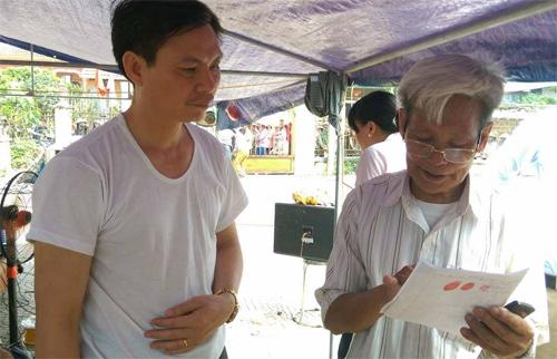 Hanoi villagers release one more official hostage in week-long land deadlock