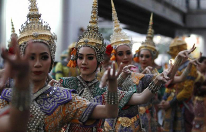 Performers take part in a parade during the 2015 Discover Thainess campaign in Bangkok January 14, 2015. Photo by Reuters/Chaiwat Subprasom