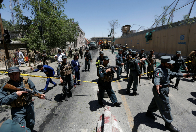 Afghan policemen inspect at the site of a blast in Kabul, Afghanistan May 31, 2017. Photo by Reuters/Mohammad Ismail