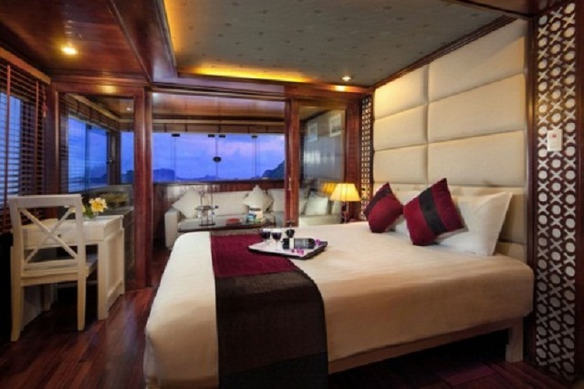 Paloma Cruise has 20 cabins. Each cabin is designed specially with sea view and natural light , providing warm atmosphere for each cabin.