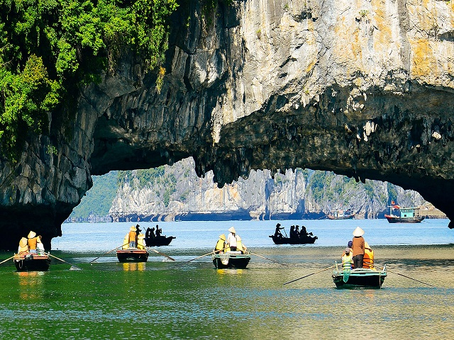 Visiting Vong Vieng fishing village by bamboo boat rowed by local people, discovering the rocky mountains, lagoons, wild and magnificent Ha Long Bay world heritage and enjoying the fresh air of the sea.