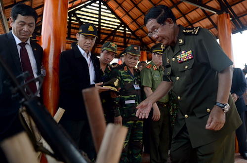 vietnamese-leader-pledges-loyalalty-to-cambodia-during-nostalgic-visit