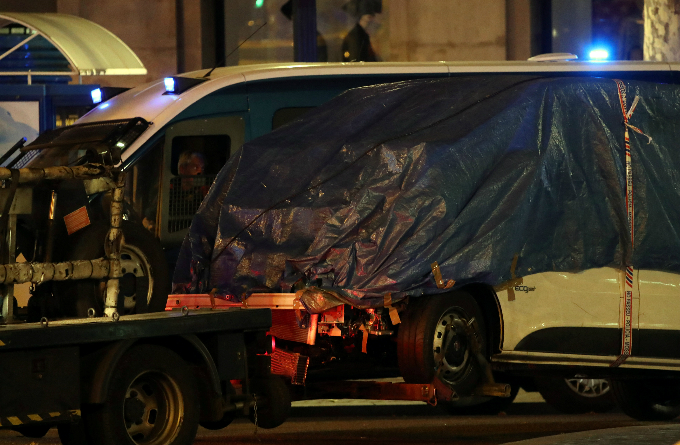 The suspected van is towed away from the area where it crashed into pedestrians at Las Ramblas in Barcelona, Spain, August 18, 2017. Photo by Reuters/Sergio Perez
