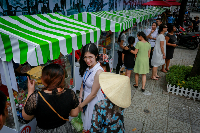 saigons-much-anticipated-first-street-food-zone-opens-for-business