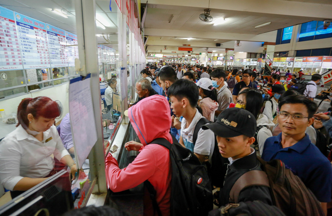 congestion-hits-saigon-and-hanoi-again-as-migrants-go-home-for-national-day-4