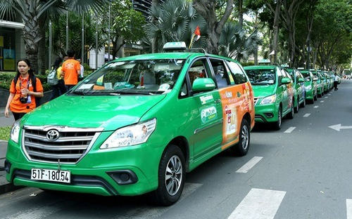 Major Vietnamese taxi firm loses 6,000 drivers, blaming Uber and Grab again