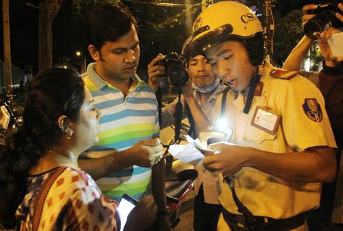 Captain Sidewalk offers to reimburse Indian couple robbed in Saigon