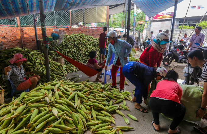 its-all-about-corn-at-this-market-in-saigon-4