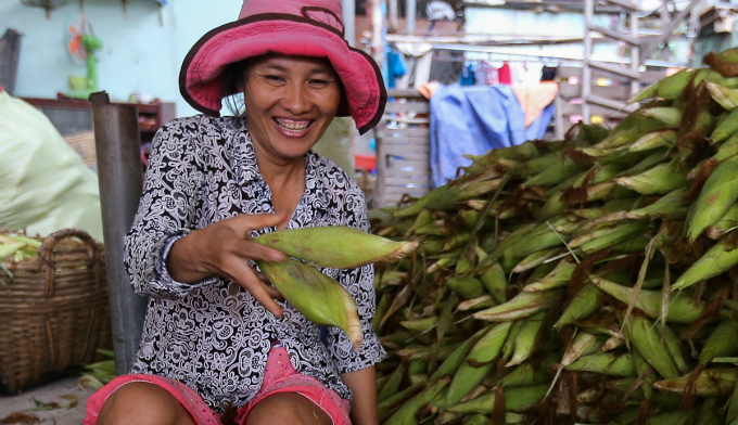 its-all-about-corn-at-this-market-in-saigon-6