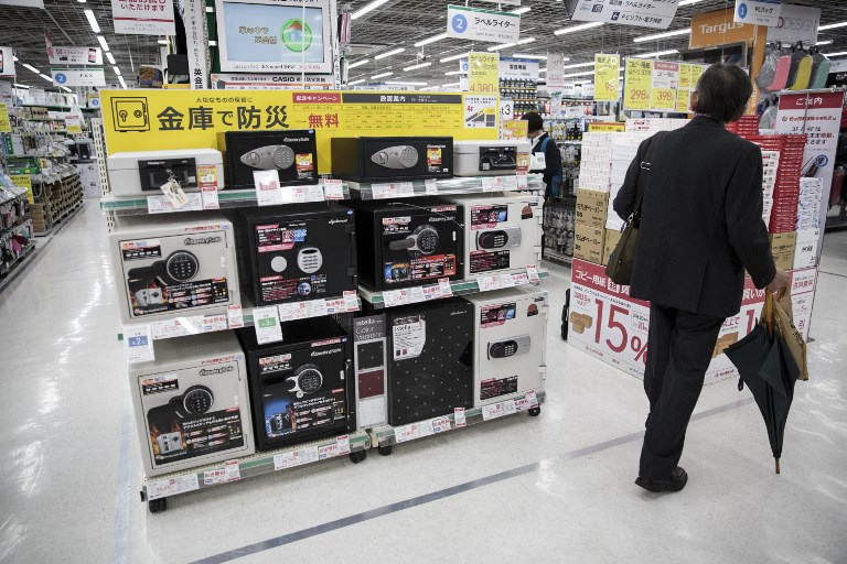 Cash-loving Japanese savers opt to play it safe