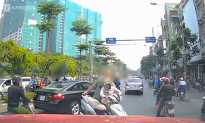 5 times foreigners muscled in on Vietnam's traffic offenders
