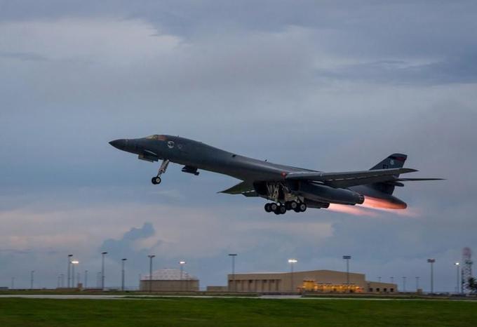 US bombers train over S.Korea ahead of Trump visit